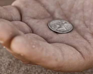 bcd9beggar-hand