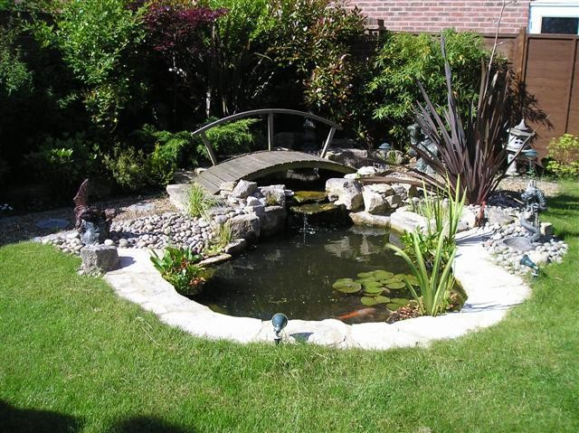 Vesz lyes a bet r kre a kerti t ez rt be kell temetni for How to build a koi pond on a budget